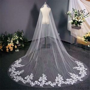New gorgeous Ivory 1T cathedral veil